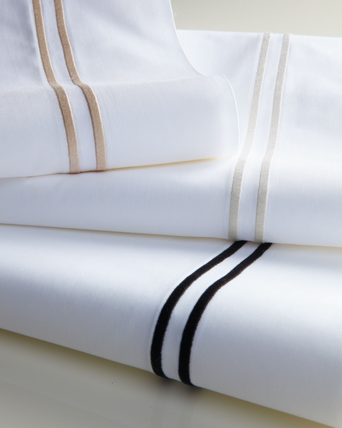 Sferra King 200 Thread Count Solid White Resort Fitted Sheet
