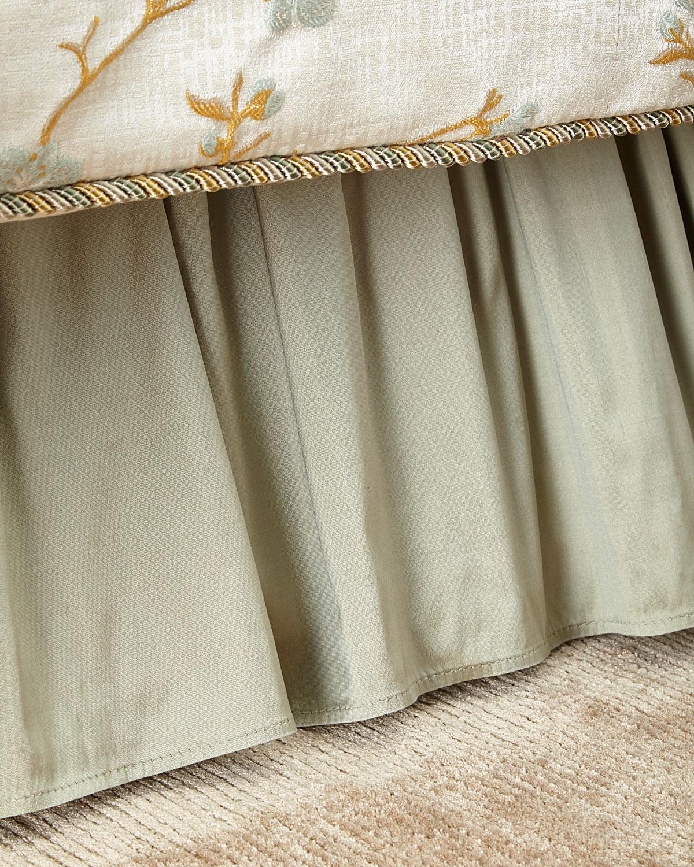 Austin Horn Classics Queen Blossom Dust Skirt