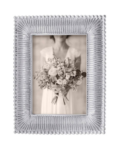 Classic Fanned Picture Frame  5 x 7