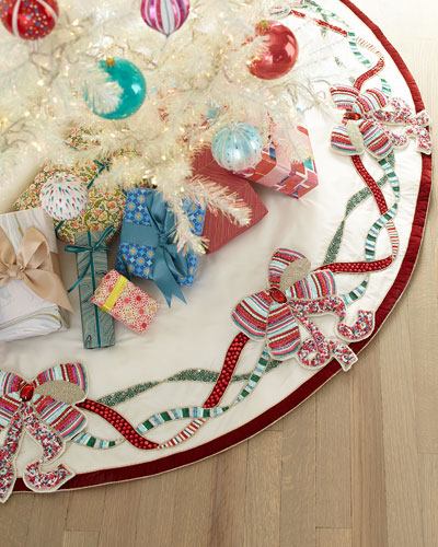Sweet Holiday Bow Tree Skirt