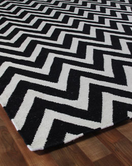 Exquisite Rugs Black Delia Chevron Rug