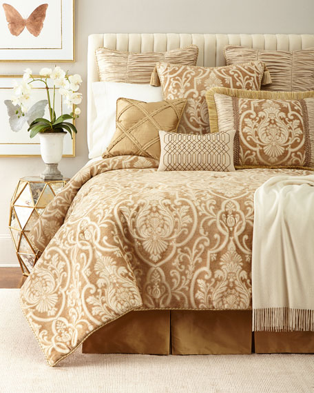 Queen Synopsis Comforter