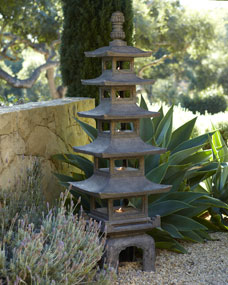 Pagoda outdoor sculpture for Statue bouddha exterieur pour jardin
