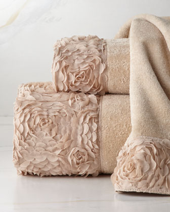 Decorative bathroom towels bclskeystrokes for Bathroom decorative towels