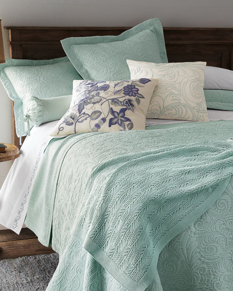 Wonderful King Hannah Matelasse Coverlet Set