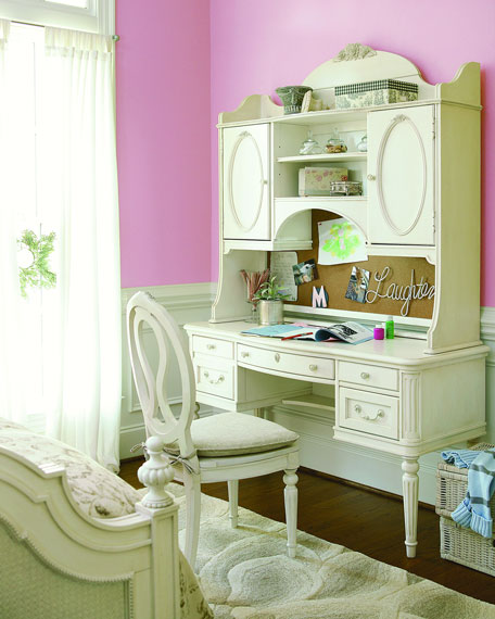 Blake Nursery/Kid's Vanity Desk