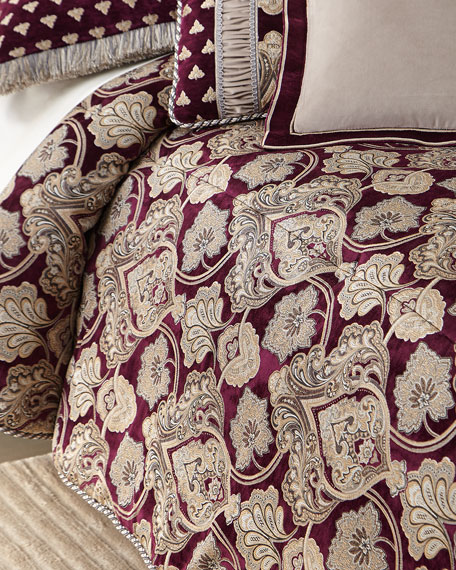 Vogue Queen Comforter