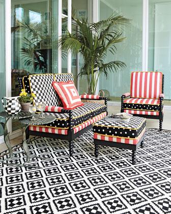 Spindle Cabana Outdoor Furniture & Pillow