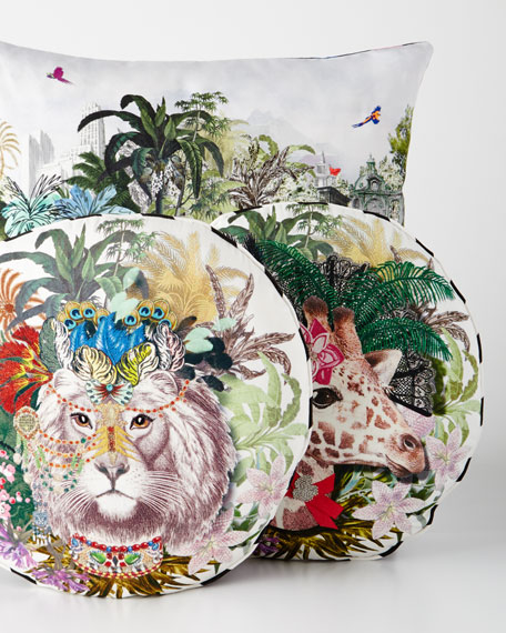 Dona Jirafa Decorative Pillow