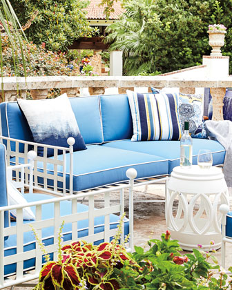 Outdoor Accents & Pillows