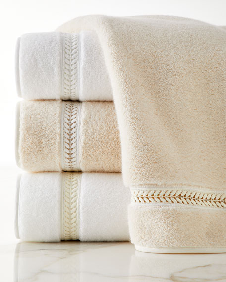 Wreath Guest Towel